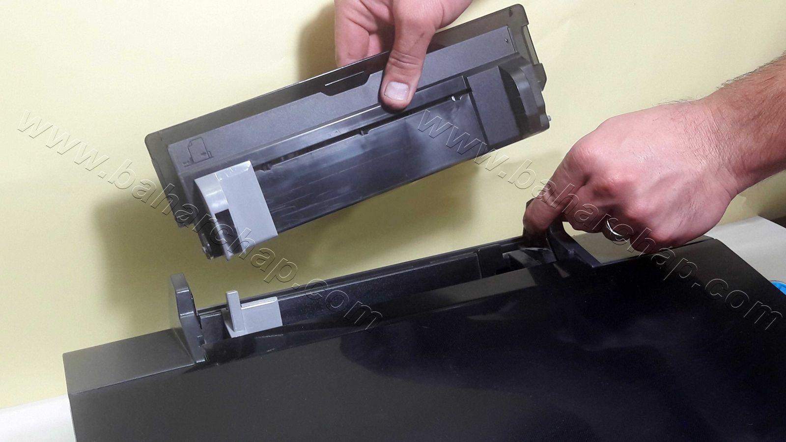 باز کردن درب نگهدارنده کاغذ اپسون L805