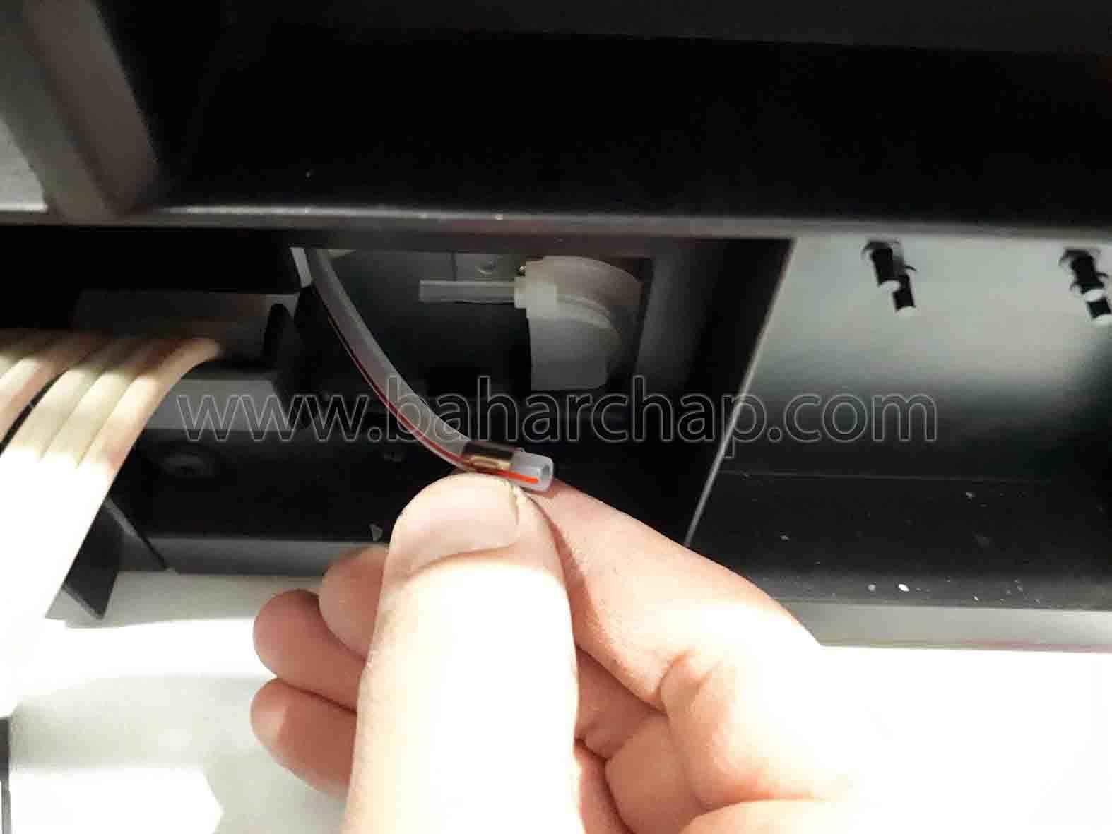 جدا کردن شیلنگ ضایعات جوهر از مخزن ضایعات جوهر اپسون ال 1800