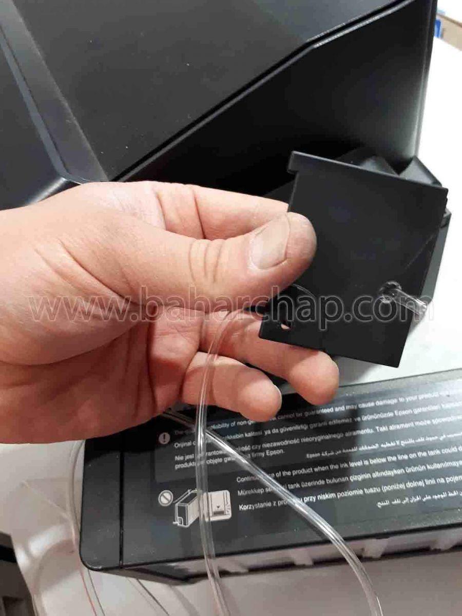 رد کردن شیلنگ ضایعات جوهر از درب سوراخ شده مخزن ضایعات جوهر اپسون l1800