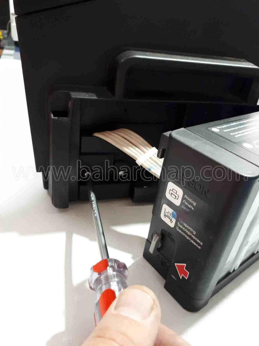 باز کردن دریجه نگهدارنده جوهر epson L1800